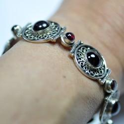 Bracelet argent ciselé style ethnique avec 11 pierres en grenat