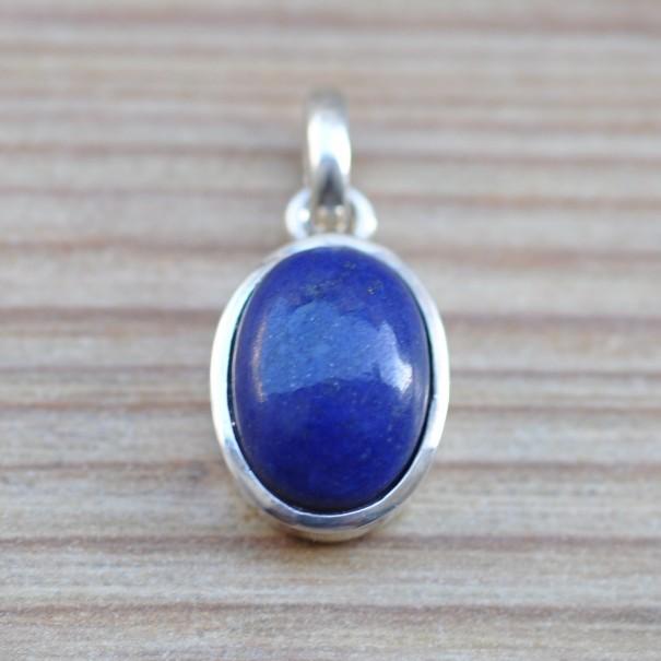 Petit pendentif ovale argent avec une pierre en lapis lazuli