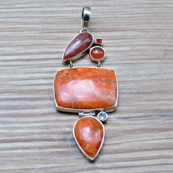Gros pendentif argent en corail éponge, pierre de soleil, corail et zirconium