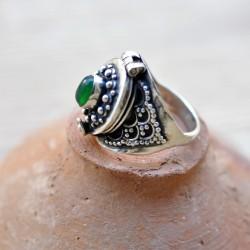 Bague poison argent ciselé pierre en agate verte ovale T54