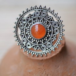 Bague ronde argent ciselé et pierre orange