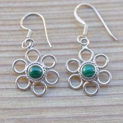 Petites boucles fleurs argent et pierre verte en malachite