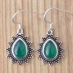 Petites boucles d'oreilles ethnique argent ciselé et pierre Agate verte en goutte