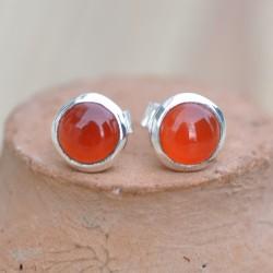 Petites boucles d'oreilles à clous en argent et en pierre Cornaline ronde