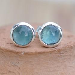 Petites boucles d'oreilles à clous en argent et en pierre Apatite ronde
