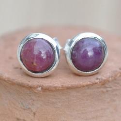 Petites boucles d'oreilles à clous en argent et en pierre Rubis ronde