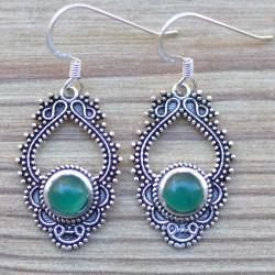 Petites boucles bohèmes en argent ciselé et pierre en agate verte