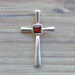 Petit pendentif croix fine argent pierre Grenat