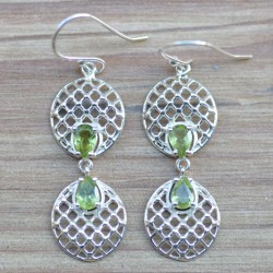 Boucles d'oreilles pendantes argent travaillé rond et pierres en Péridot facettées
