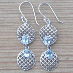 Boucles d'oreilles pendantes 2 ronds en argent travaillé et pierres en Topaze bleue facettées
