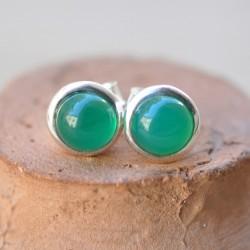 Petites boucles d'oreilles à clous en argent et en pierre Agate verte ronde
