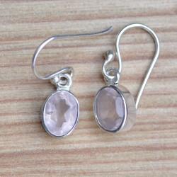 Petites boucles d'oreilles en argent et pierre Quartz rose ovale facettée
