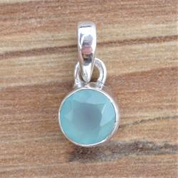 Petit pendentif rond en pierre Calcédoine agua facettée sertie d'argent