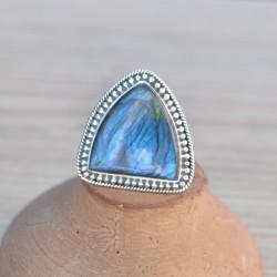 Belle bague triangle en argent ciselé et pierre Labradorite