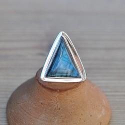 Grosse bague triangle en pierre Labradorite et argent plat